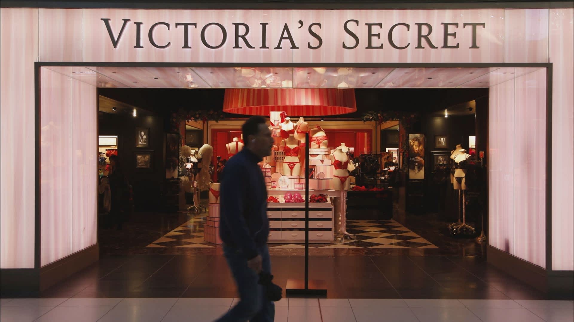 c83919b826 L Brands plans to close roughly 53 Victoria s Secret stores this year