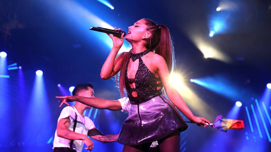 This is what its like to break the internet with Ariana Grande