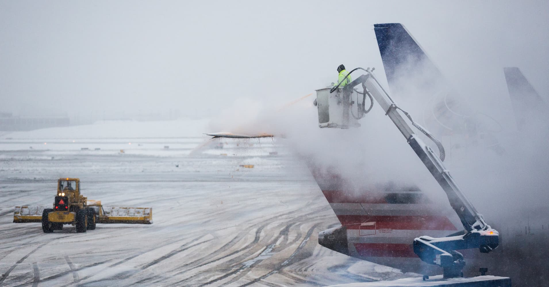 Winter storm grounds more than 2,000 flights and causes hourslong delays