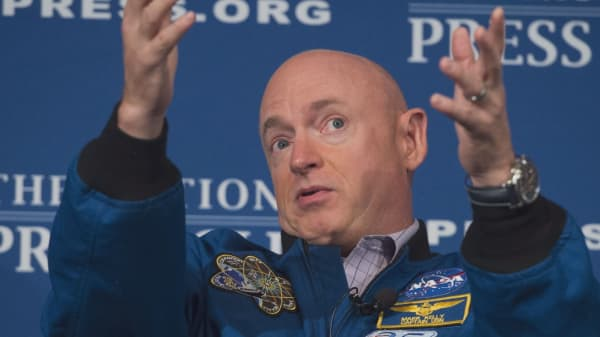Former astronaut Mark Kelly running for Senate in Arizona