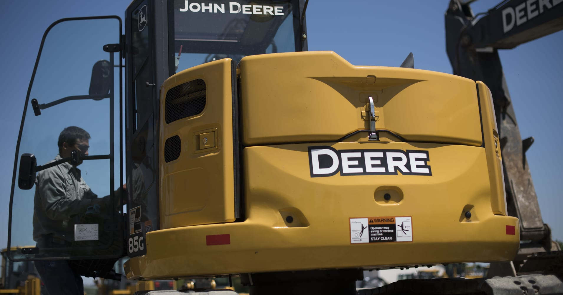 Deere is crushing Caterpillar this year, but experts say that's about to change