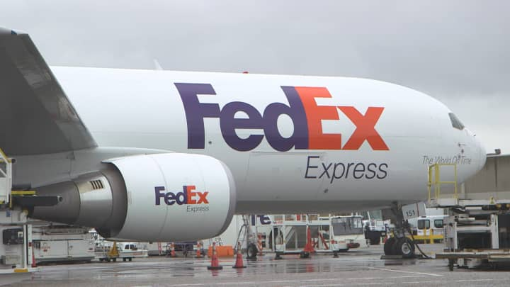 FedEx issues weak 2020 outlook, cites ongoing trade tensions