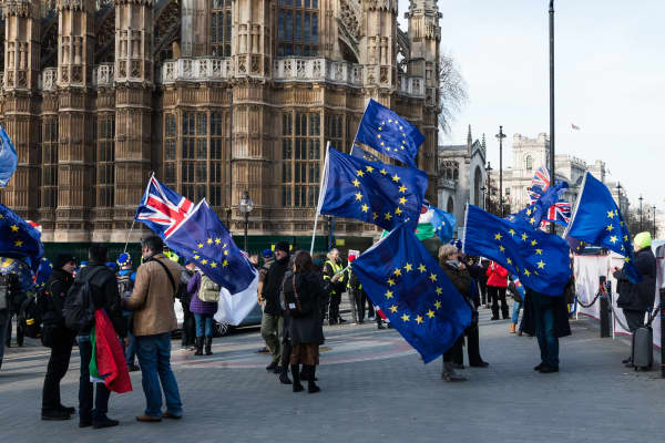 LONDON, UNITED KINGDOM - FEBRUARY 13: Anti-Brexit supporters protest outside the Houses of Parliament in London as they call on MPs to rule out a no deal Brexit and demand a People's Vote on EU membership on February 13, 2019 in London, England.