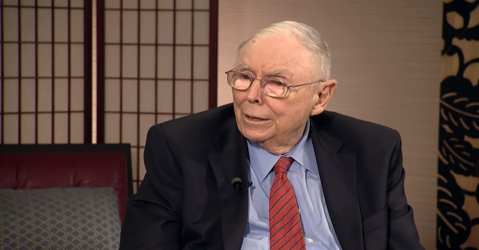 Warren Buffett's right hand man Charlie Munger says Amazon is 'an utter phenomenon of nature'