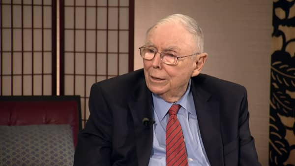 Warren Buffett's right hand man Charlie Munger says Amazon is 'an utter phenomenon of nature'