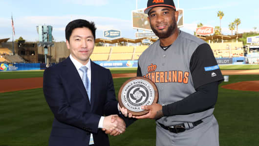 LOS ANGELES, CA - MARCH 20: Chris Park of Major League Baseball presents Wladimir Balentien #4 of Team Netherlands with the round 2 Most Valuable Player award before Game 1 of the Championship Round of the 2017 World Baseball Classic against Team Puerto Rico.