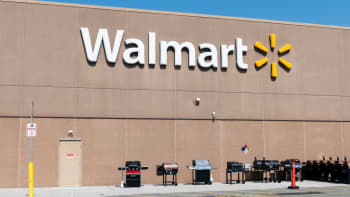 Walmart shares surge after the retailer crushed earnings — Watch three experts break down its latest quarter