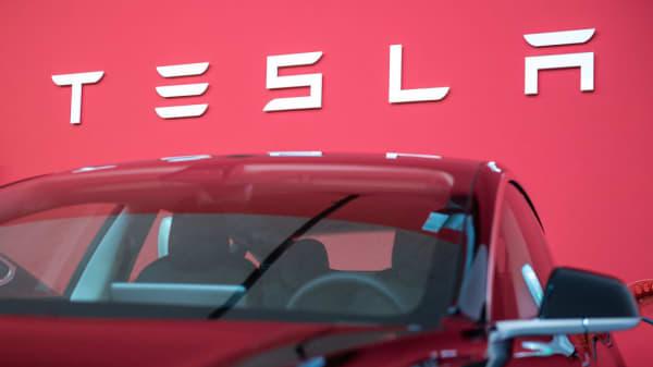 Tesla to launch leasing program for Model 3