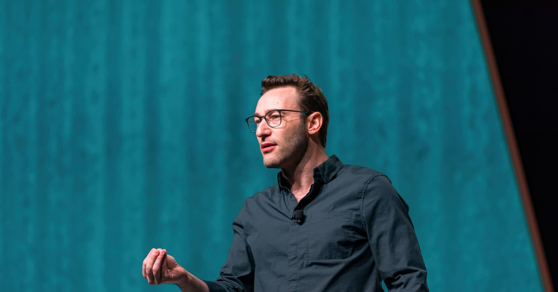 Simon Sinek: These 2 life-changing books will train your brain for success