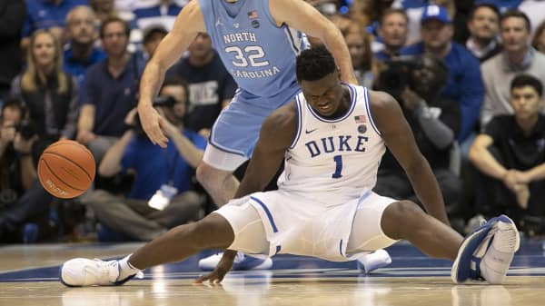 Duke s Zion Williamson (1) falls to the court under North Carolina s Luke  Maye ( · Duke basketball superstar injured after his Nike ... a7f9b5c8c