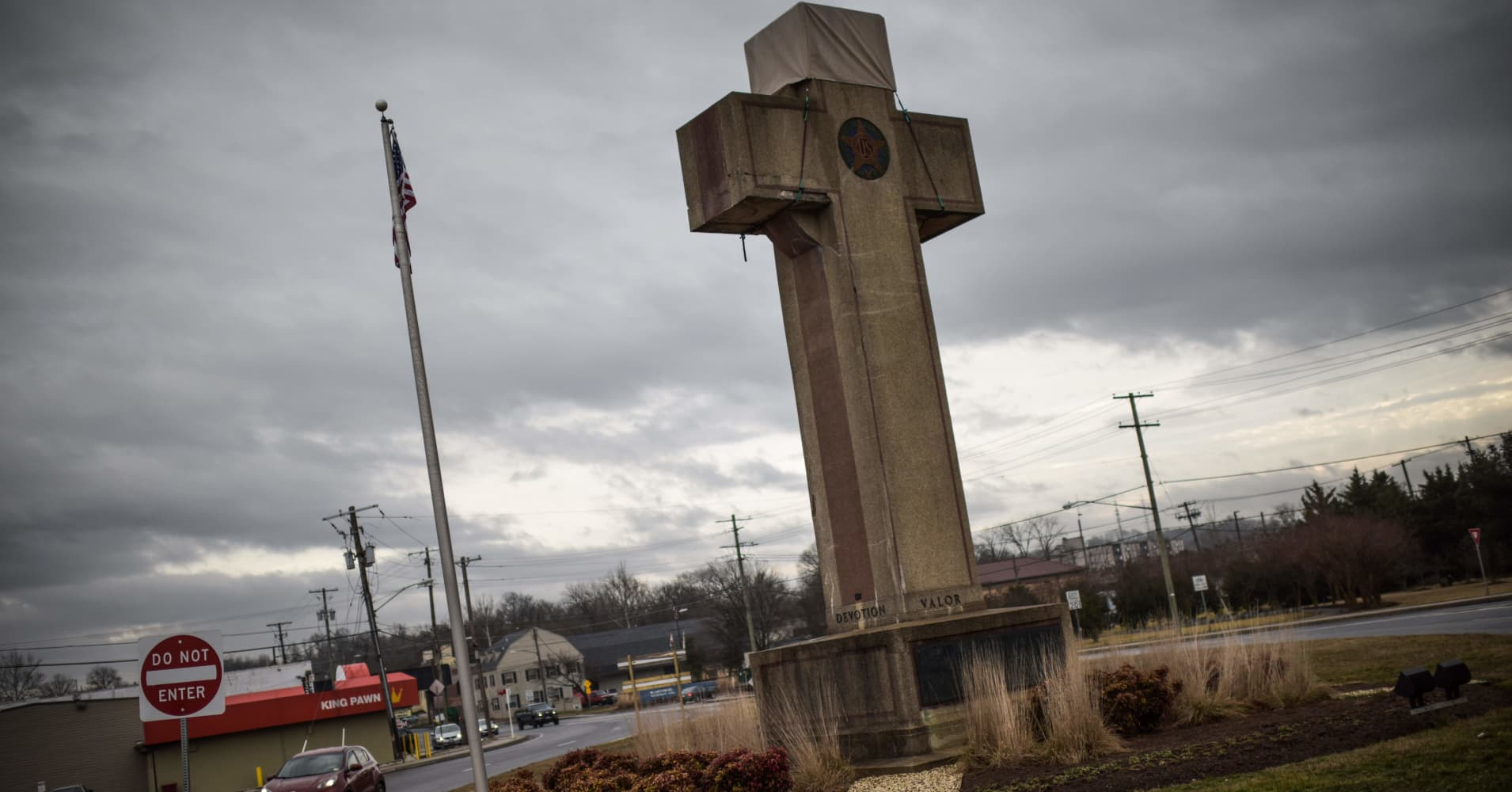 Supreme Court considers whether giant World War I memorial cross can stay
