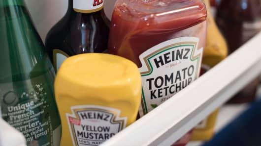 Kraft Heinz slashes dividend, discloses SEC subpoena — stock tanks