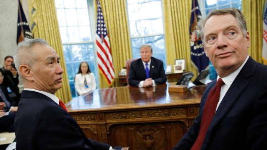 美中继续贸易谈判 特朗普和习近平表达了乐观态度