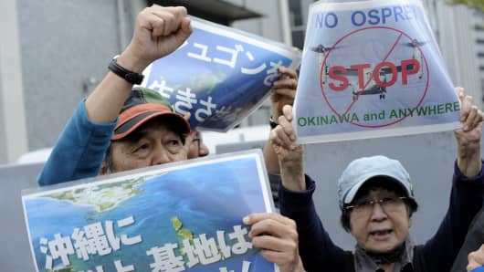 People gathered in front of Residence of Prime Minister in Tokyo, Japan, on April 17, 2015, to protest against the presence of U.S. military bases in Okinawa land and express their opposition against the relocation of the Futenma base to Henoko in northern of Okinawa.  (Photo by David Mareuil/Anadolu Agency/Getty Images)