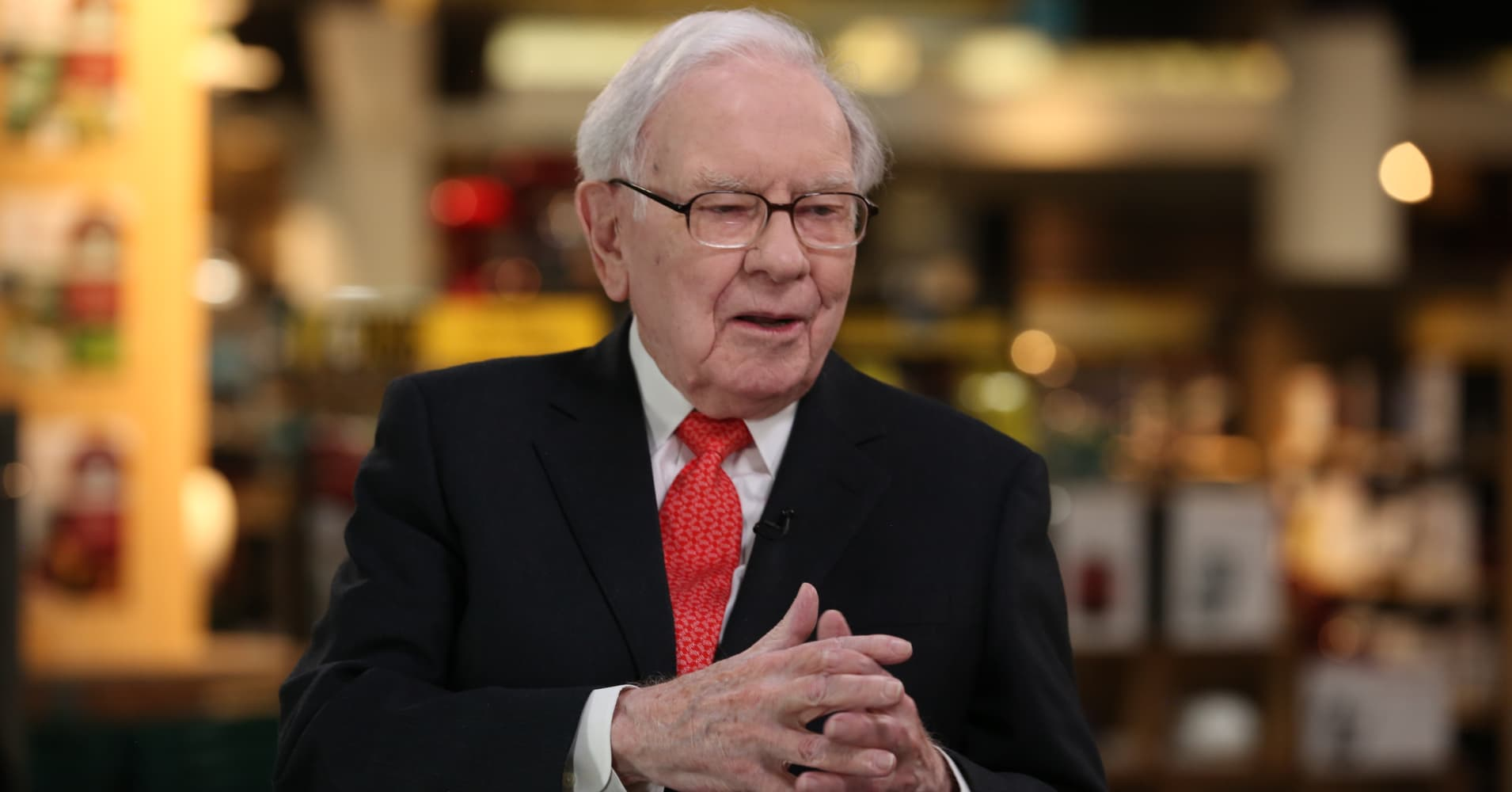 News post image: On eve of Lyft's much-hyped debut, Warren Buffett says regular investors shouldn't buy hot IPOs
