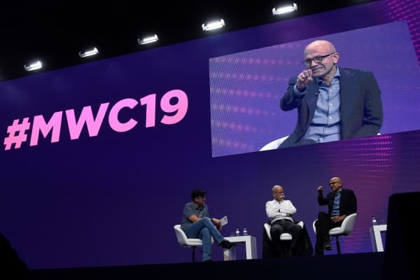 Microsoft chief executive officer Satya Nadella (R) and Daimler AG and Mercedes Benz chairperson Dieter Zetsche (C) hold a panel discussion at the Mobile World Congress (MWC) in Barcelona on February 25, 2019.