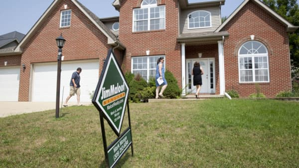 Pending home sales beat estimates, rising 4.6 percent