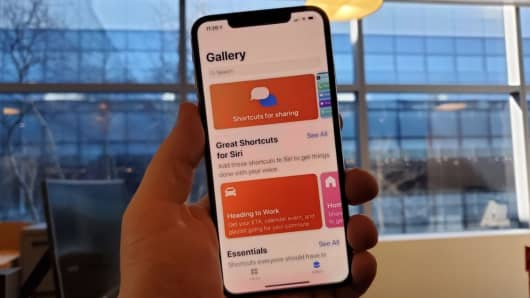 Choose from a bunch of Siri shortcuts in the gallery.