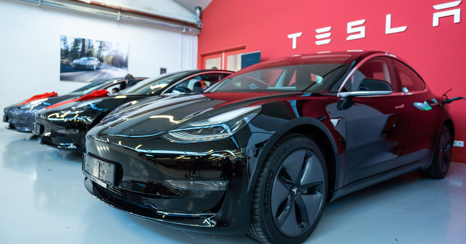 Read Elon Musk's email urging Tesla employees to help with deliveries