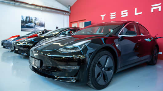 Tesla Model 3 are located in a Tesla Service Center in Frankfurt.