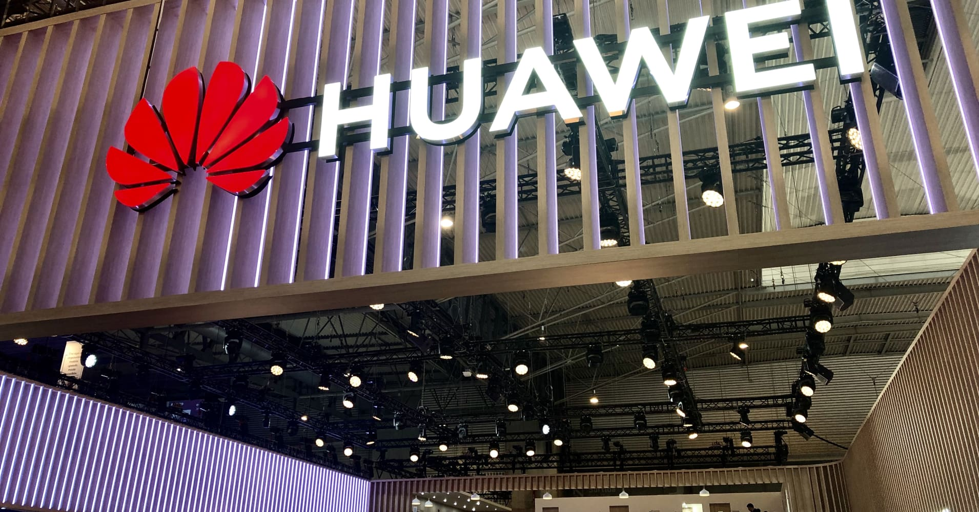 Huawei tops $100 billion revenue for first time despite political headwinds