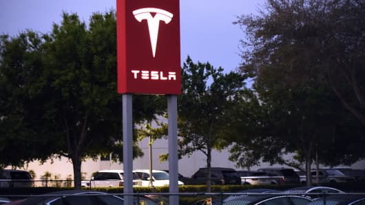 The Tesla dealership in Eatonville, Florida is seen on March 1, 2019, the day after Tesla announced that it was closing its retail stores as a cost-cutting measure, in a shift to on-line only sales.