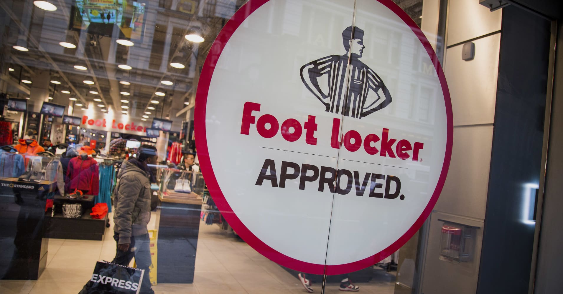 6bbdc908cbd7 Foot Locker s rally isn t done—this analyst sees 24% more upside