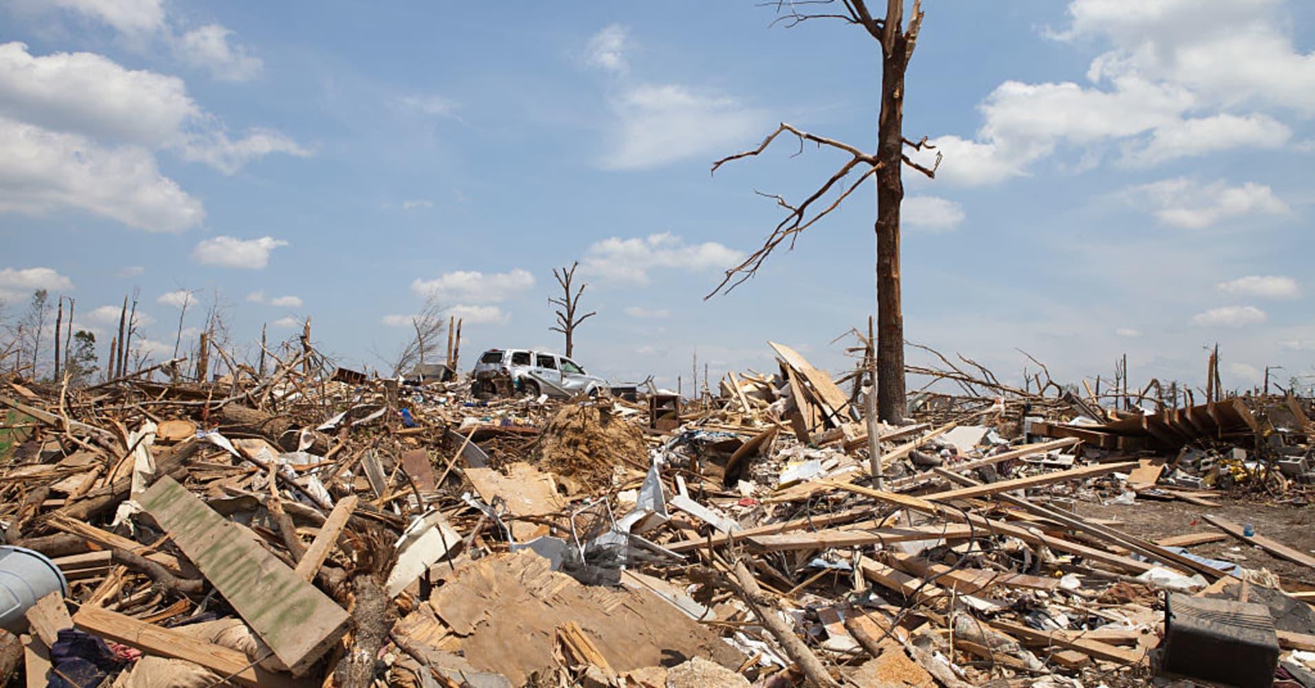 23 dead, dozens missing in tornado-hit Alabama community