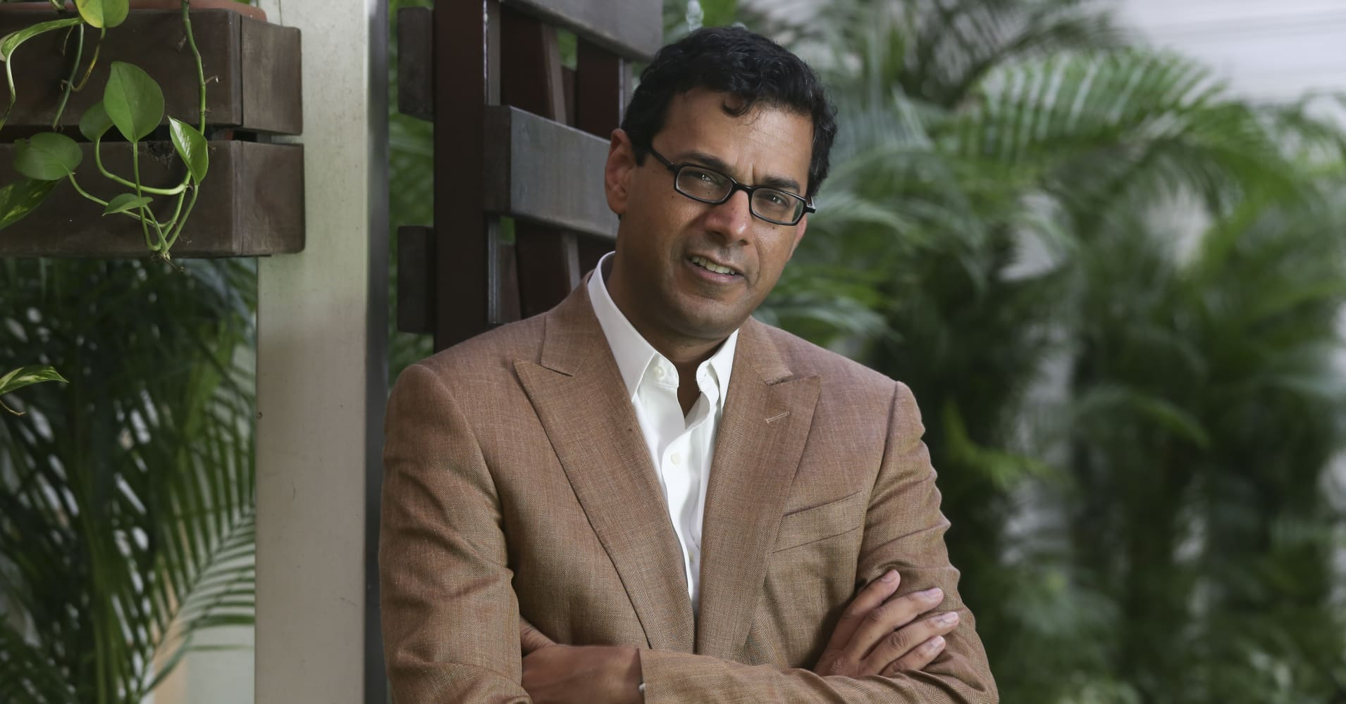 This image shows Atul Gawande, US writer, surgeon and researcher.