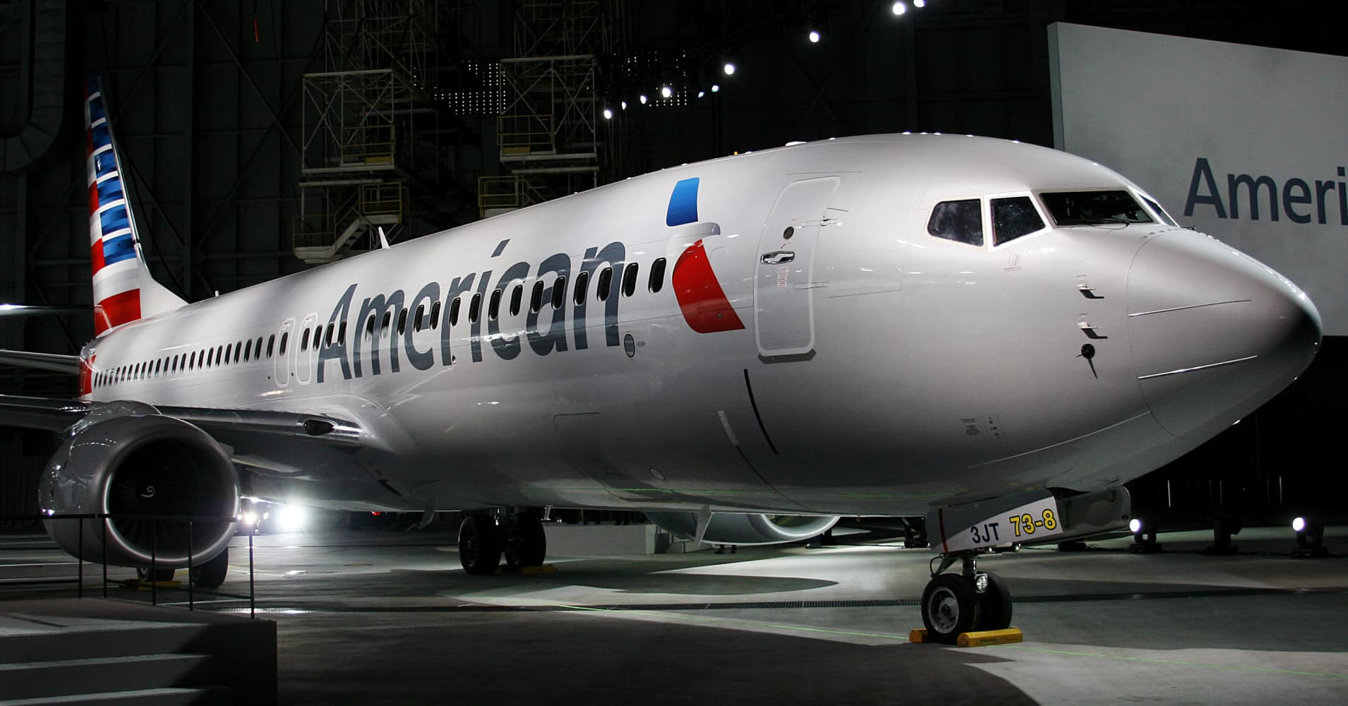 American Airlines takes jets out of service, cancels flights due to overhead bin problem