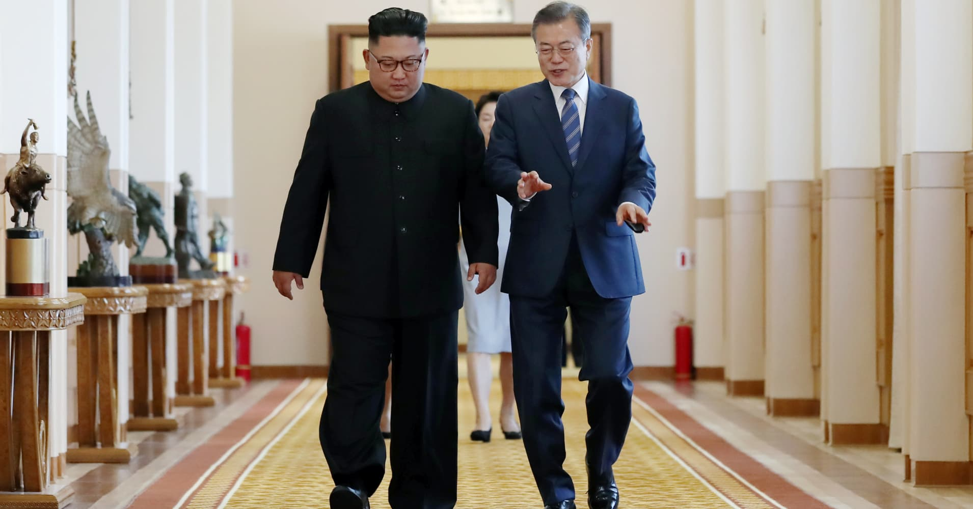 South Korea's Moon replaces unification minister to improve ties with Pyongyang