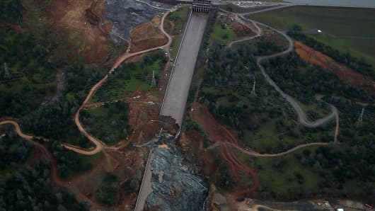 """OROVILLE, CA - APRIL 11: A view of heavily damaged spillway bridge at Oroville Lake on April 11, 2017 in Oroville, California. After record rain and snowfall in the mountains, much of California's landscape has changed from brown to green, and reservoirs throughout the state are running at almost full capacity. Californian Governor Jerry Brown signed an executive order on Friday to lift state droughts in all but four countries. The drought crisis has been in force since 201<div class=""""e3lan e3lan-in-post1""""><script async src=""""//pagead2.googlesyndication.com/pagead/js/adsbygoogle.js""""></script> <!-- Text_Display_Ad --> <ins class=""""adsbygoogle""""      style=""""display:block""""      data-ad-client=""""ca-pub-7542518979287585""""      data-ad-slot=""""2196042218""""      data-ad-format=""""auto""""></ins> <script> (adsbygoogle = window.adsbygoogle 