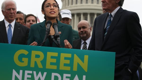 Democratic lawmakers Rep. Alexandria Ocasio-Cortez (D-New York) and Sen. Ed Markey (D-Massachusetts) unveil their Green New Deal resolution.