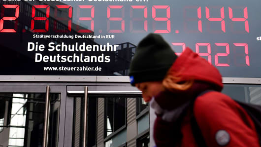 A picture taken on January 5, 2018 in Berlin shows so called 'debt clock' counter, ticking down at a rate of 78 per second, displayed outside the German federation of taxpayers (BdSt) headquarters in Berlin.