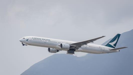 A Boeing 777-367 passenger plane belonging to Cathay Pacific taking off at Hong Kong International Airport on August 08 2018 in Hong Kong, Hong Kong.