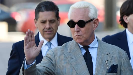 Former advisor to US President Donald Trump, Roger Stone, waves as he arrives for a court hearing on March 14, 2019, in Washington DC. (Photo by Andrew CABALLERO-REYNOLDS / AFP) (Photo credit should read ANDREW CABALLERO-REYNOLDS/AFP/Getty Images)