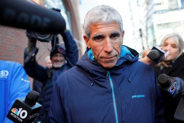 """William """"Rick"""" Singer leaves the federal courthouse after facing charges in a nationwide college admissions cheating scheme in Boston, Massachusetts, March 12, 2019."""