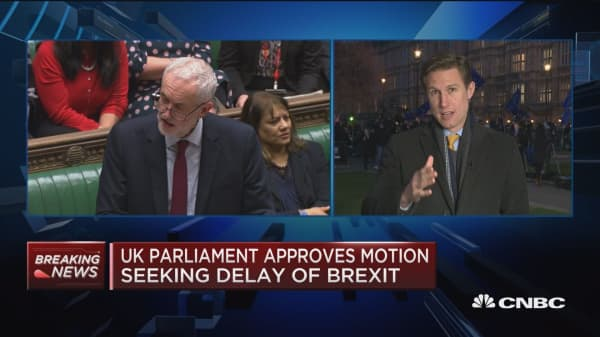UK parliament approves motion seeking delay of Brexit