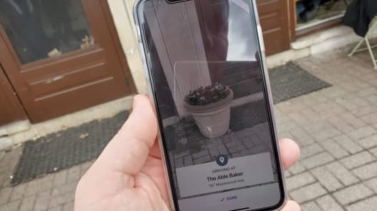 Using the AR feature in Google Maps