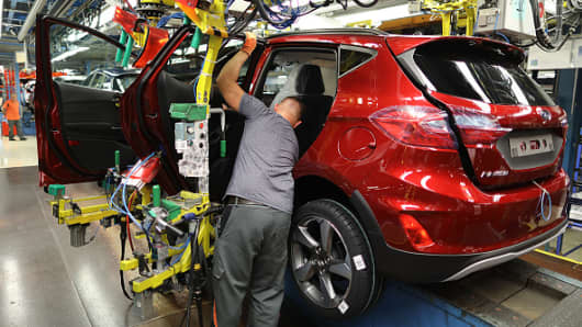 North Rhine-Westphalia, Köln: An employee installs a door in a Ford Fiesta at the Ford plant. The US car manufacturer Ford wants to cut 5000 jobs in Germany.