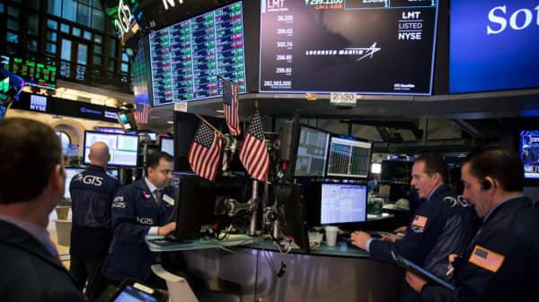 Wall Street set for mixed start