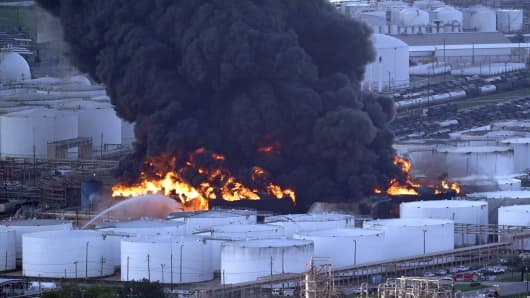 Texas petrochemical fire spreads to more storage tanks after firefighting snag