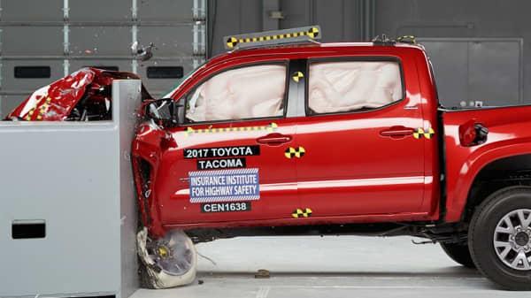 Popular pickup trucks receive poor scores in crash tests