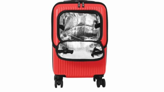 There are carry-on bags with cup holders or attachments that help travelers tote coffee or soft drinks through an airport.