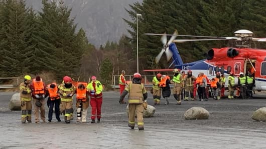 Stranded passenger that were rescued by helicopter from the cruise ship Viking Sky are pictured on March 23, 2019 on the west coast of Norway near Romsdal. - Emergency services said on March 23, 2019 they were airlifting 1,300 passengers off a cruise ship off the Norwegian coast.