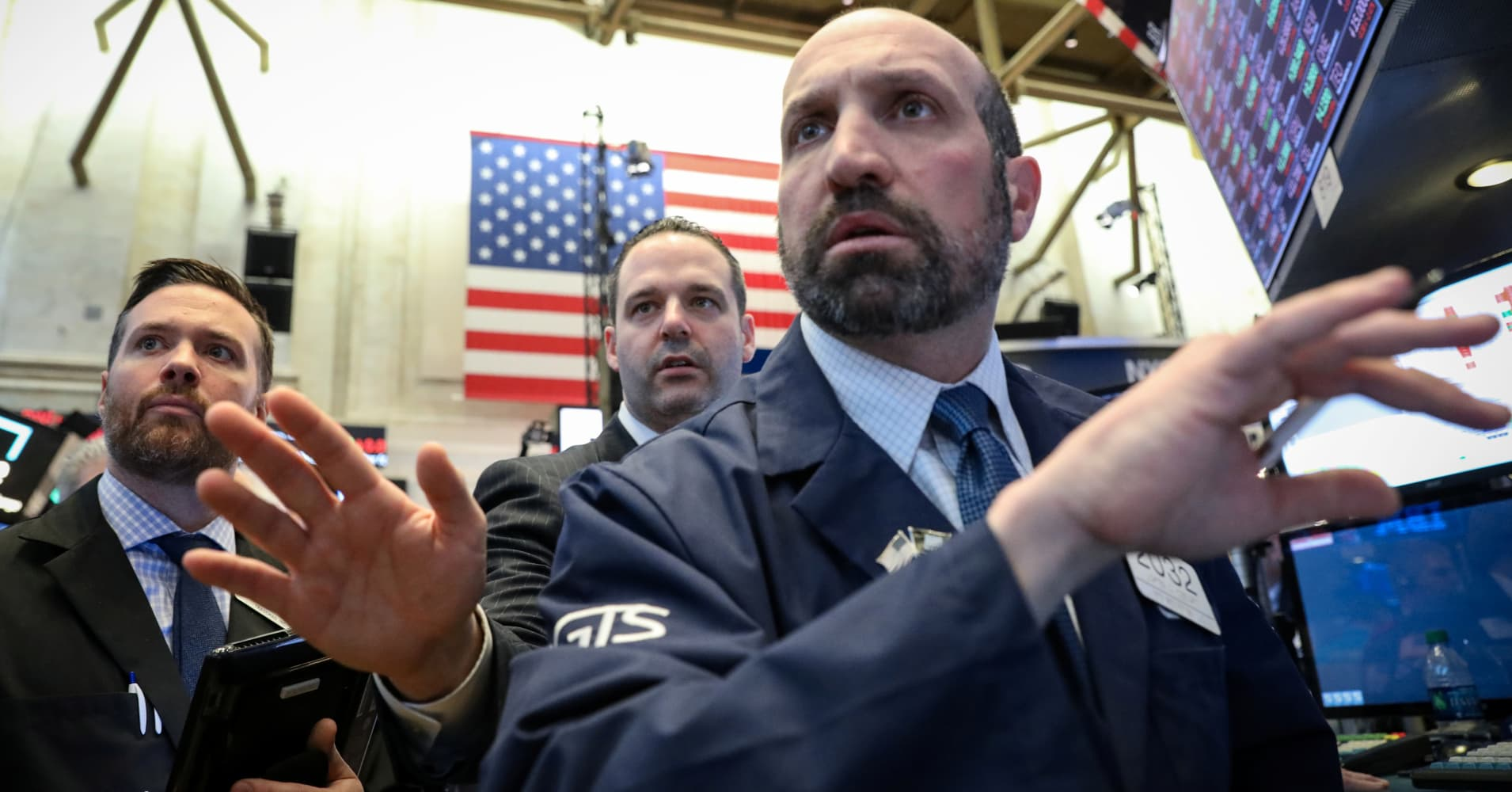 Dow futures point to a modest open ahead of earnings