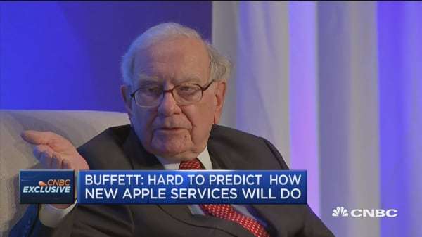 Warren Buffett weighs in on the Apple credit card and Apple TV+
