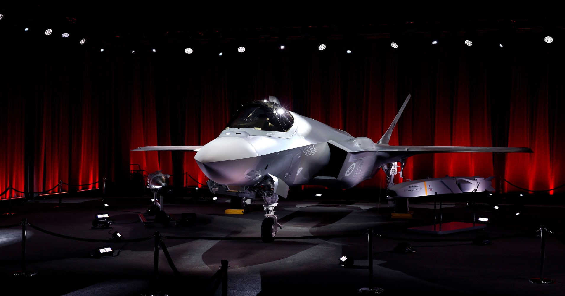 US halts F-35 equipment to Turkey in protest of its missile purchase from Russia