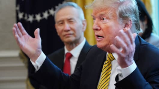 U.S. President Donald Trump (R) and Chinese Vice Premier Liu He talk to reporters in the Oval Office at the White House April 04, 2019 in Washington, DC.