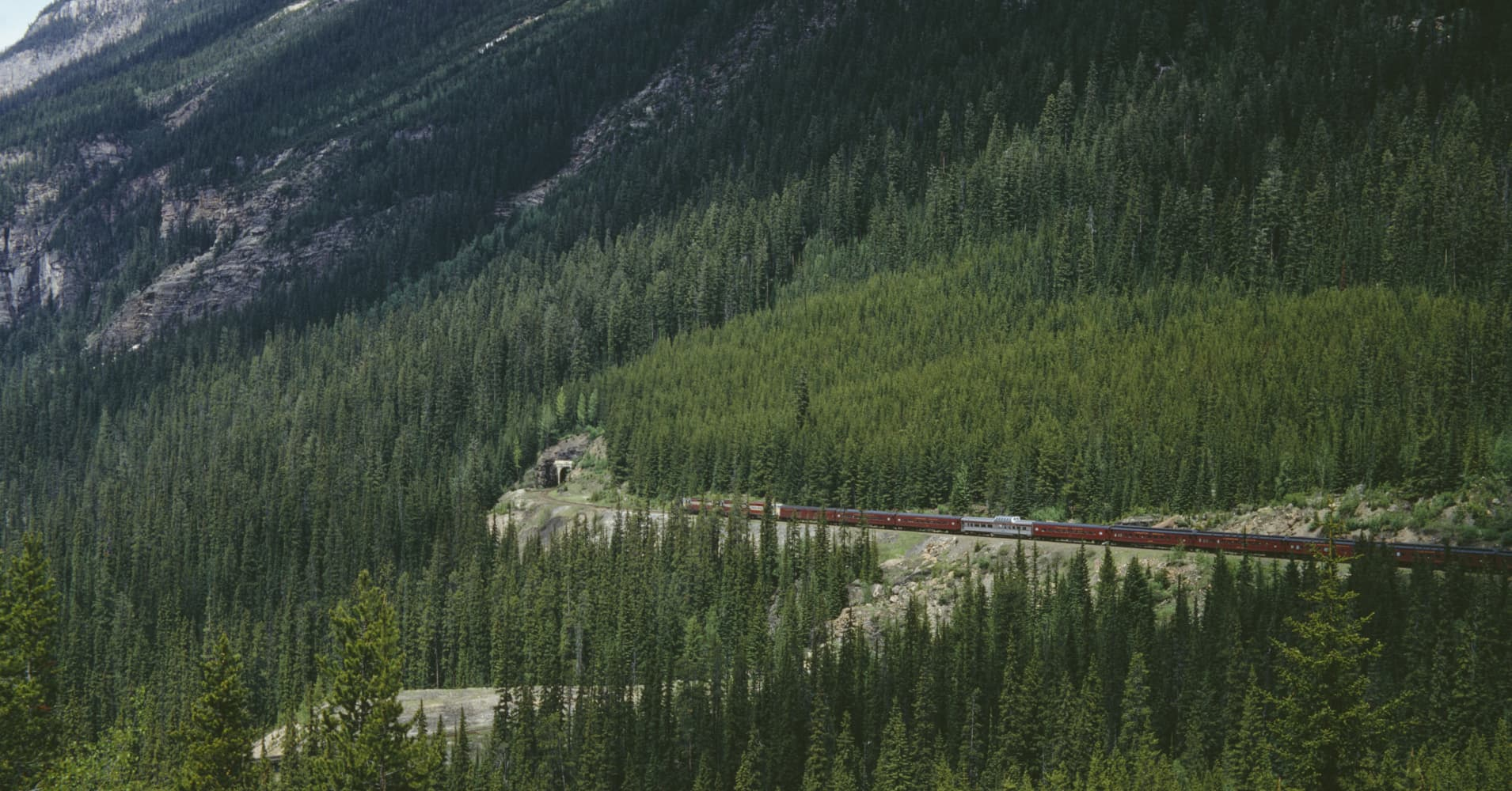 These are the 10 most Instagrammed train journeys in the world